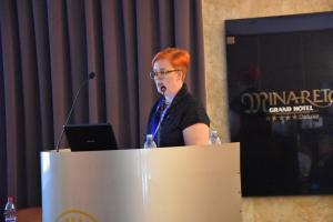 KYM HUGHES giving  a talk on VALUATION of COLOURED diamonds at MGJ Conference