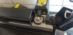 Yellow rough diamond on Sarine machine at DDS factory